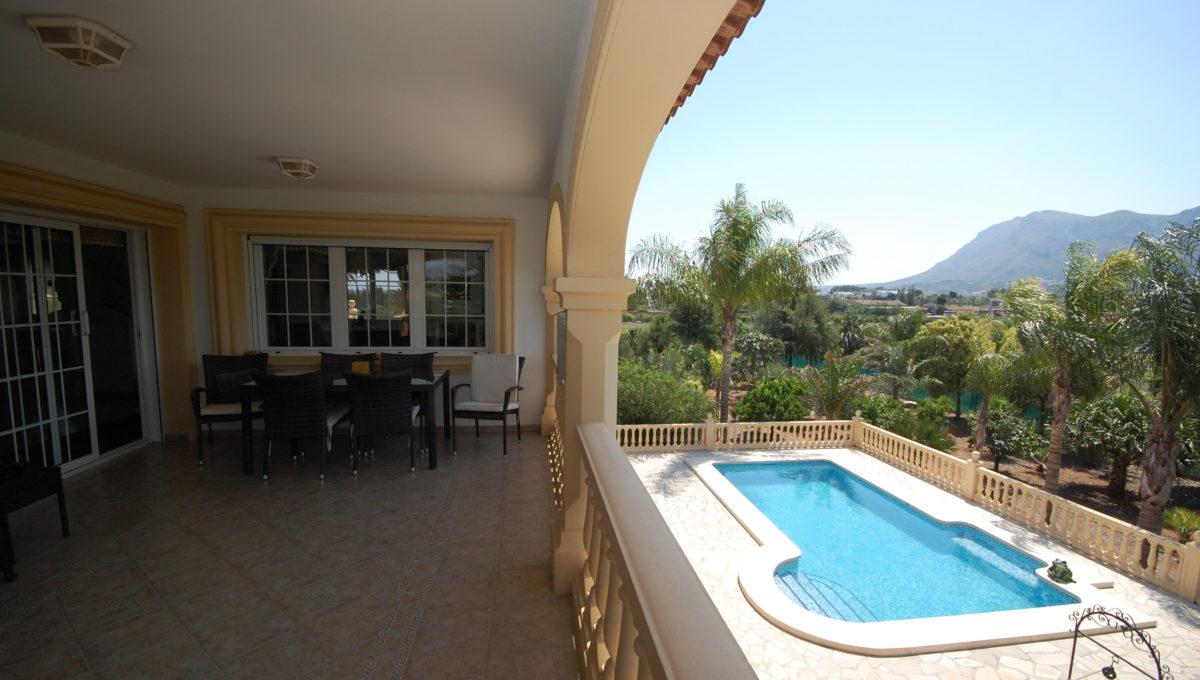 Terrasse oben u. Pool