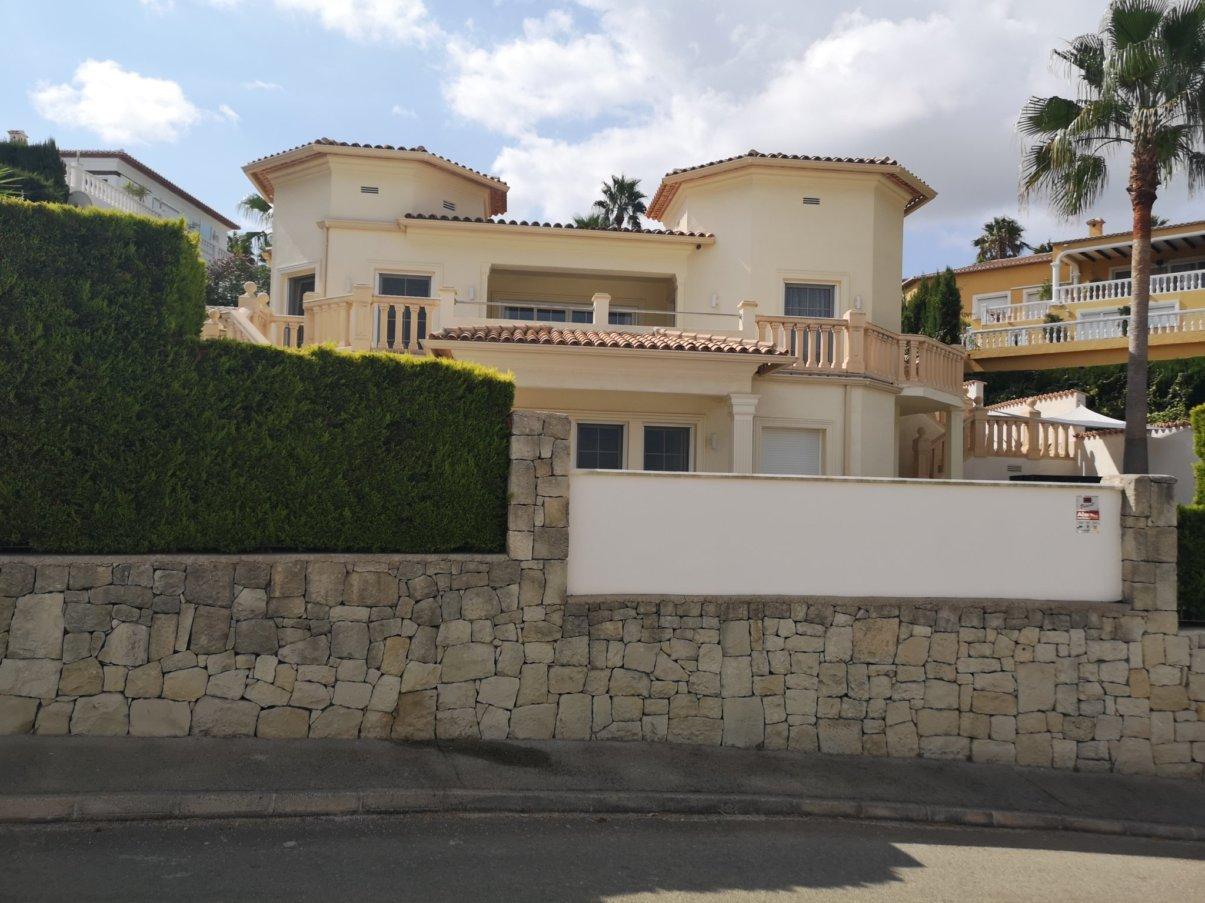 Moderne, goßzügige Villa mit herrlichem Meerblick in Denia kaufen